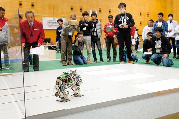 全国専門学校ロボット競技会(2016年度優勝!)