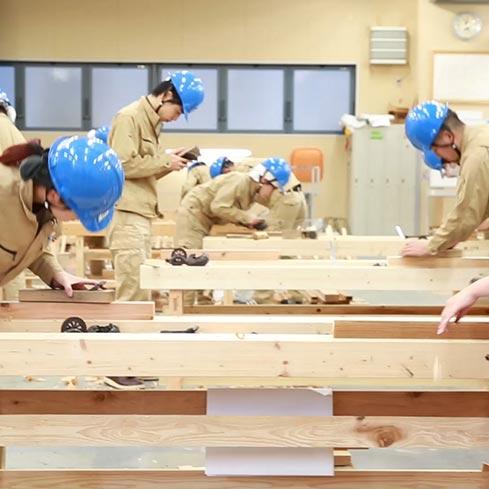 #005 カンナで木材を削る