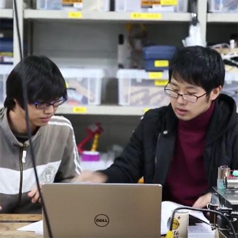 #030 学生ラウンジで勉強する