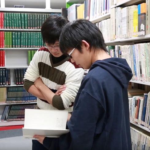 #095 図書館で本を読む