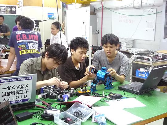 robotclub3.jpg