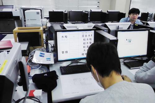 photo: 設備環境デザイン学科1年 CAD実習1