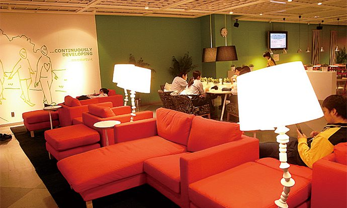 「IKEA港北社員用レストラン」2011年