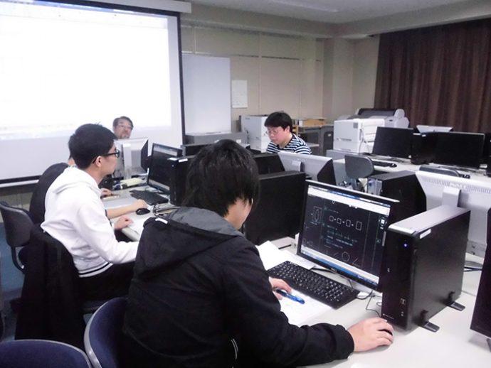 photo: 設備環境デザイン学科1年、2年、設備CAD実習1、2始まる。
