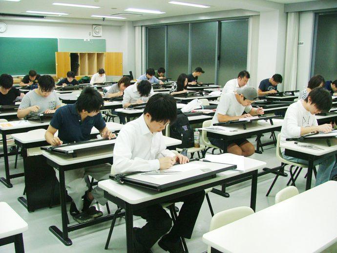 photo: 設計製図Ⅰ 前期中間製図試験を行いました!