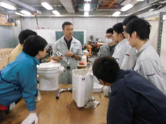 photo: 2年生 設備環境施工実習、様々な取り組み、オーエヌ工業様のステンレス配管の実習など