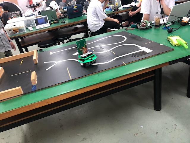 photo: ロボット・機械学科 2年生 製作実習 授業紹介 ライントレースカー