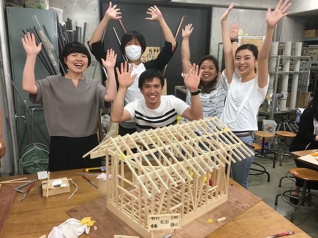 photo: 建築学科Ⅱ部、フレックス建築学科 夏季集中講義 1/10 軸組模型の作成