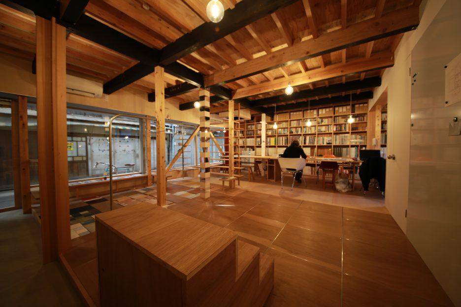 photo: 教員 岸上純子先生の設計事務所が新建築住宅特集で紹介されました!