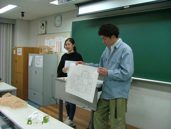 photo: 建築学科2年 施工専攻管理コ-ス 自由設計 卒業制作発表会(二次審査)