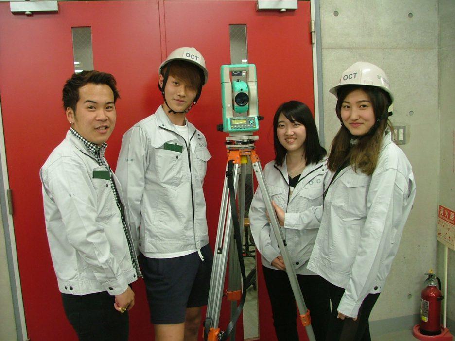photo: 建築学科2年 施工専攻技術コ-ス 「トランシット測量器据付け試験」を行いました
