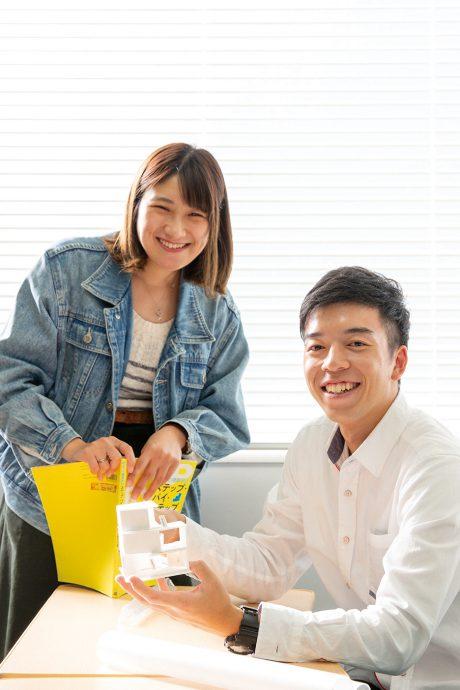 photo: 島田麻鈴(左)