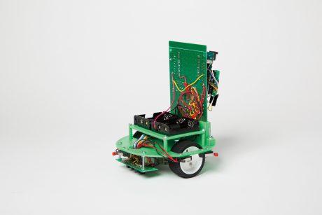 photo: マイコンライントレースロボット